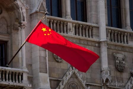 Parlament kínai zászló