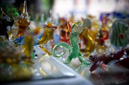 Múzeumok majálisa üvegfigura - Szendrei Gábor