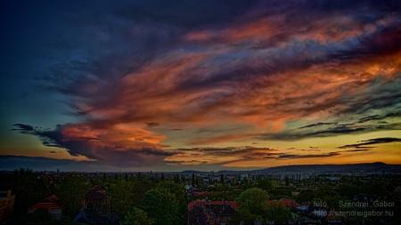 Látványos felhők Budapest felett - fotó: Szendrei Gábor