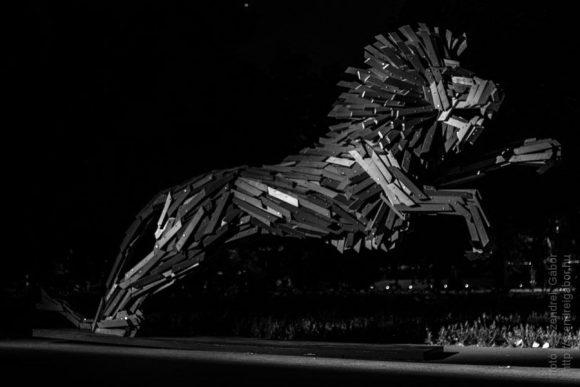 Ugró oroszlán Szőke Gábor Miklós alkotása a Margitszigeten - fotó: Szendrei Gábor