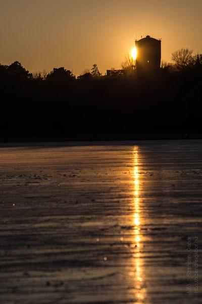 Befagyott az Öreg-tó Tatán korcsolyázás naplemente - fotó: Szendrei Gábor